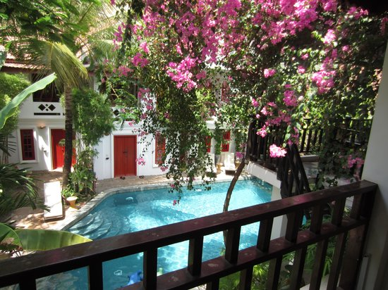 Rambutan Hotel Siem Reap : The poor from the room balcony