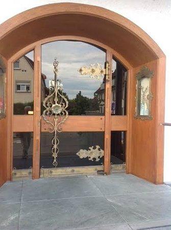 Hotel Restaurant Maier: Front door, impressive!