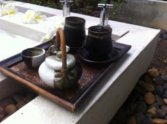 Bhu Nga Thani Resort and Spa : Jus de bisape et thé au miel après le gommage du  corps  au riz noir.
