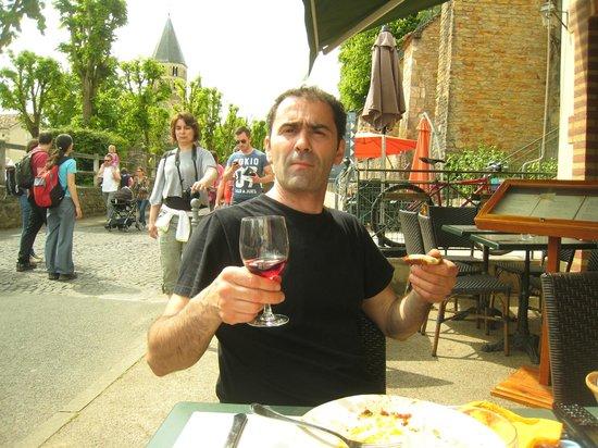 La Halte de l'Abbaye : Franck se concentre ...