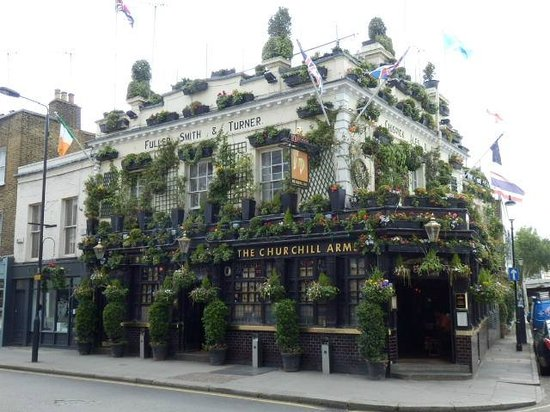 The Churchill Arms : Lovely pub outdoor gardens