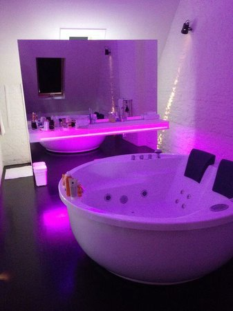 Suites@FEEK: Jacuzzi