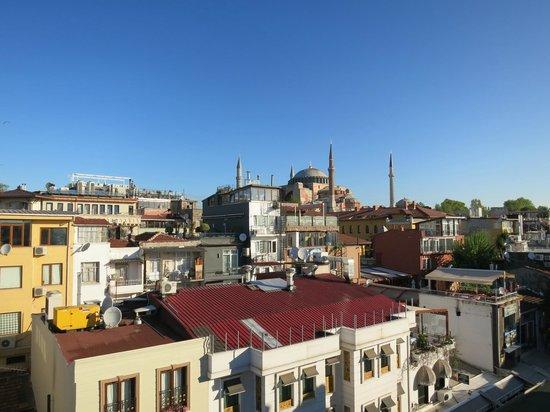 The Byzantium Hotel & Suites: Вид с террасы отеля на Айа-София