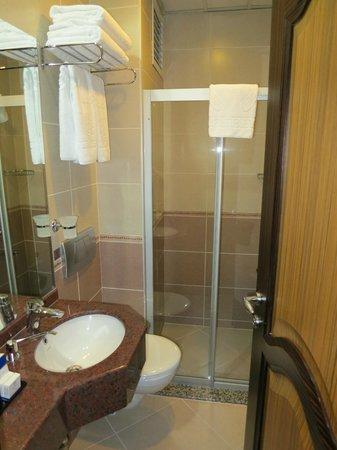The Byzantium Hotel & Suites: Ванна в номере