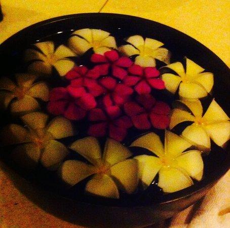 Bhu Nga Thani Resort and Spa : Des fleurs de tiare très odorantes   partout .