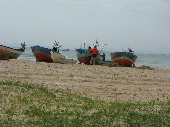 Residence la Paix : une marche de 15mn et voilà le spectacle (les pêcheurs à coté du vieux fort de Hammamet)