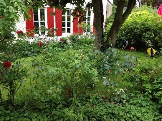 Villa Aggarthi B&B: Gorgeous garden!