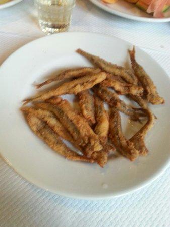 La Padellaccia: Alici fritte...gustose..ma82