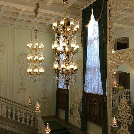 M. Dzhalil Tatar Academic State Opera and Ballet Theater: Лестница фойе