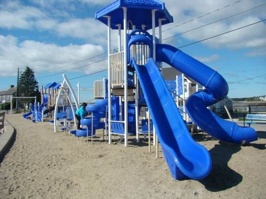 Mother's Beach: playground