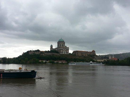 Cityrama Sightseeing Tours : Esztergom: the Northern gate of Budapest – the centre of the Catholic Church.