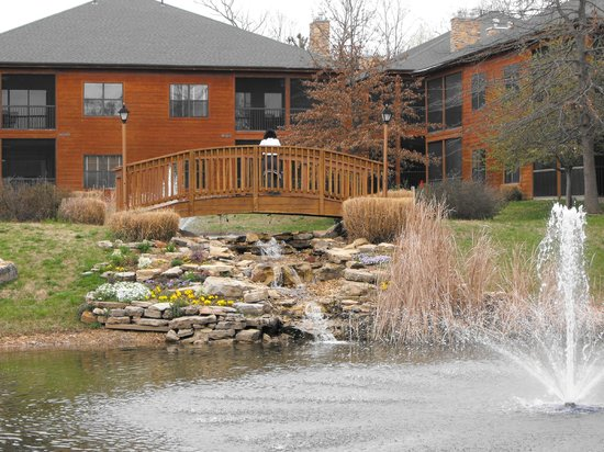 Westgate Branson Woods Resort: Bridge between two ponds