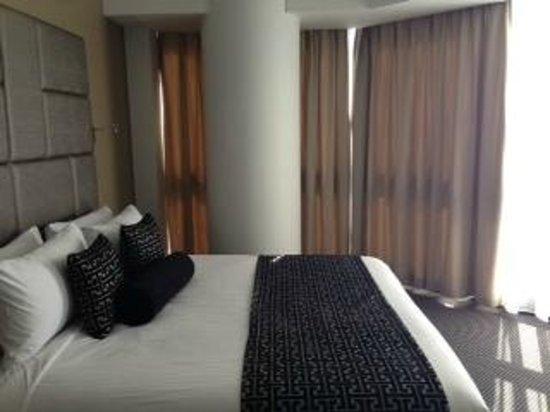 Meriton Suites Herschel Street, Brisbane: 2 bedroom apartment master bedroom