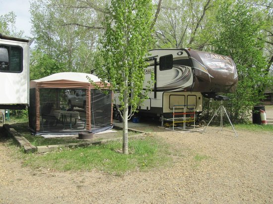 River Grove Campground and Cabins: Our campsite