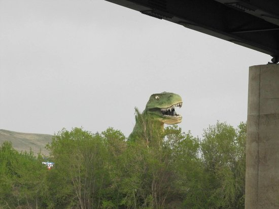 River Grove Campground and Cabins: Largest Dinosaur