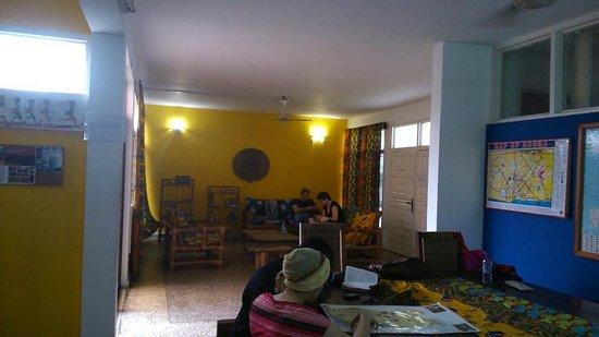 Agoo Hostel : Dining-living area