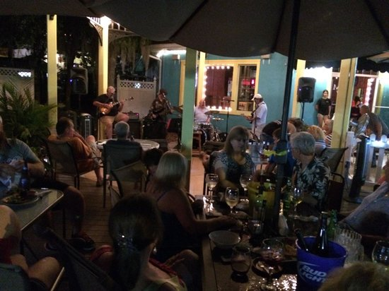 Merrill's Patio Bistro and Wine Bar : Friday Night Fun!!!