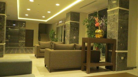 L'Oceanica Beach Resort Hotel: холл
