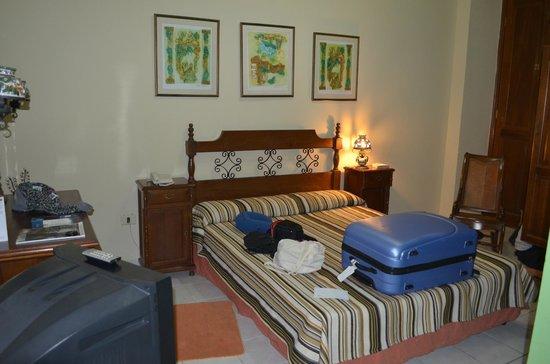 Hotel del Tejadillo: Chambre spacieuse