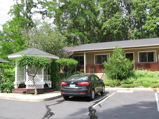 Mariposa Lodge : Rooms