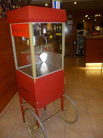 Ohtels Vil.la Romana : Popcorn machine! NOM.