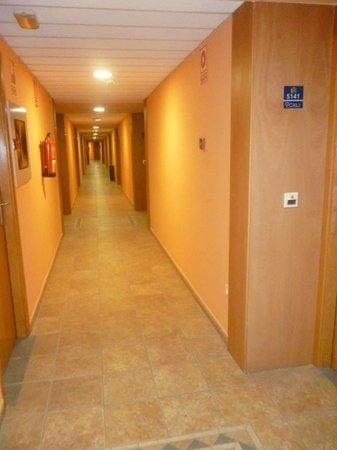 Ohtels Vil.la Romana: Long walk down from room 5143!