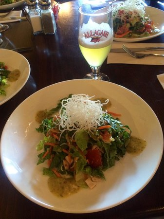 Local Roots Food Tours: Beer and Thai salad at Alchemy