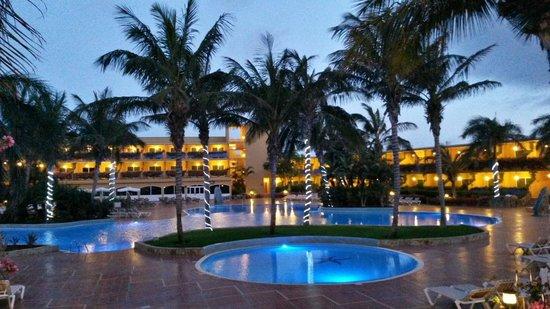 Club Drago Park Hotel: Główne wejście na basen