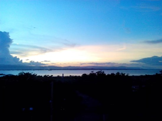 BE Resort, Mactan: Sunset