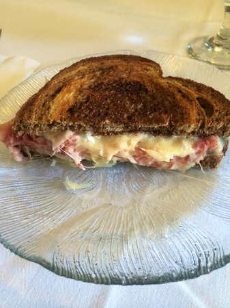 Local Roots Food Tours: Corned beef cheese on Rye bread at Murphys Hotel