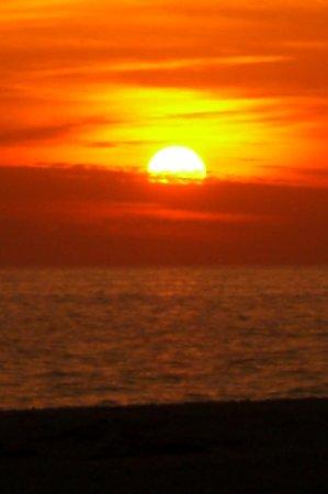 Gulf Drive Cafe : View of the sunset from the Gulf Drive/Kokonut Hut