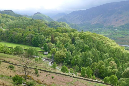 Derwentwater Independent Hostel: View to Borrowdale from above Barrow House