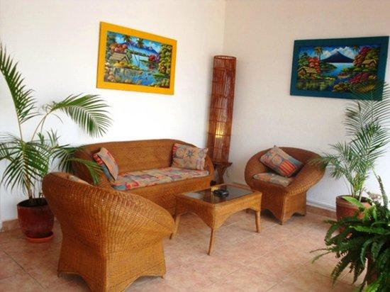 HC Liri Hotel : Saloncito en la terraza superior
