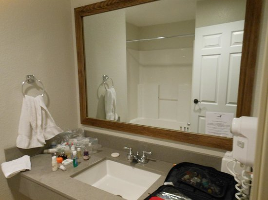 The Angler Inn: Beautiful and CLEAN bathroom