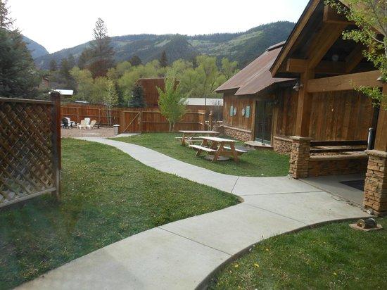 The Angler Inn: courtyard