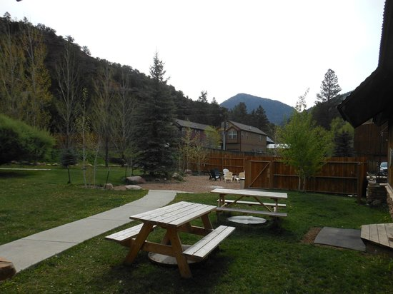 The Angler Inn : courtyard view