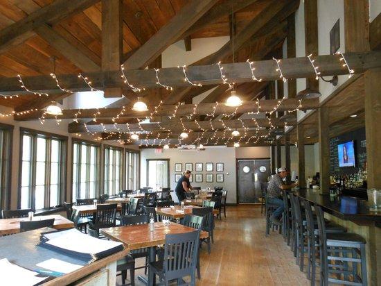 The Angler Inn: Adorable dining area