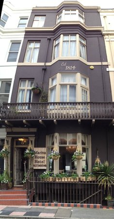 Brighton Marina House Hotel : Street View