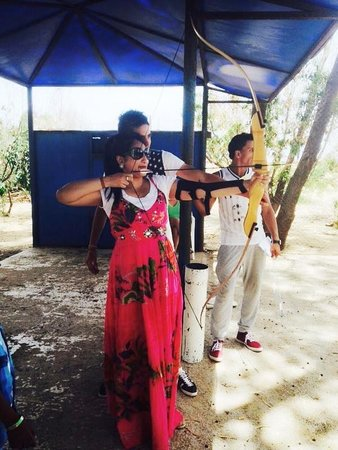 Marhaba Salem : Playing archery for the first time