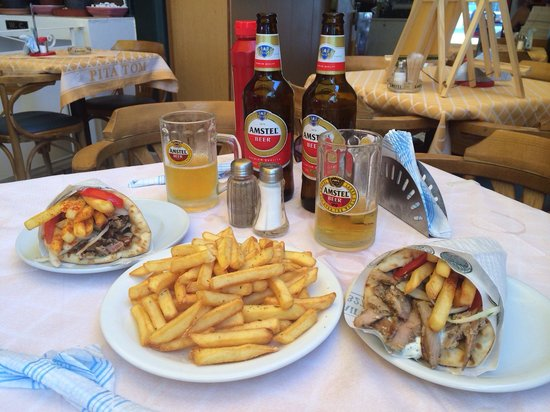 Pita Tom: Great lunch, best Gyro the island. Cold beer in a chilled glass