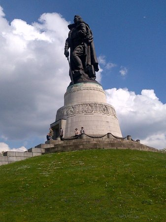 Treptower Park: Памятник солдату