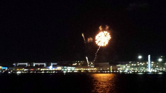 Manila Bay Cruise By Sun Cruises: Fireworks From The Cruise