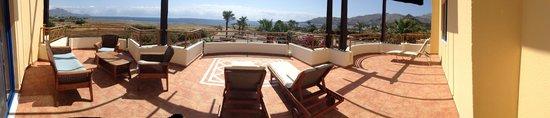 Atrium Palace Thalasso Spa Resort & Villas : Огромный балкон с шезлонгами