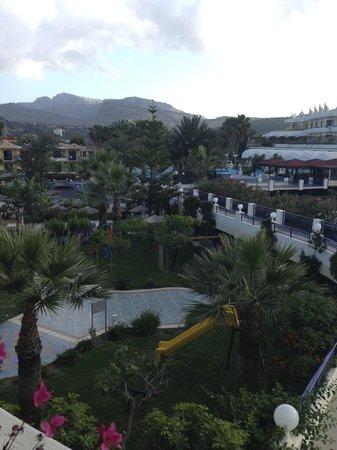 Atrium Palace Thalasso Spa Resort & Villas : Территория отеля. Вид с балкона
