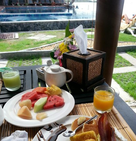 Baan Haad Ngam Boutique Resort & Villas: breakfast pool
