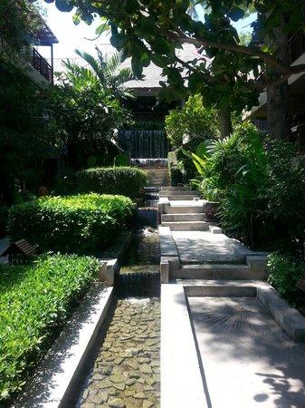 Baan Haad Ngam Boutique Resort & Villas: superior rooms way