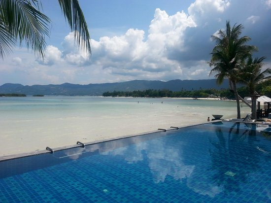 Baan Haad Ngam Boutique Resort & Villas: pool and beach