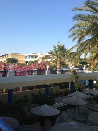Atrium Palace Thalasso Spa Resort & Villas : Территория отеля