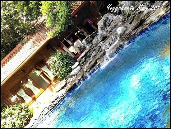Duta Garden Hotel: The pool at Duta Villa Hotel. It is the main reception area.