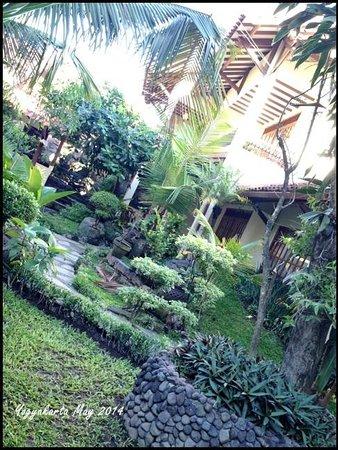 Duta Garden Hotel: The garden surrounding all the rooms